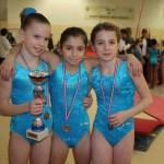 Oréane, Manon et Johanna au championnat départemental par équipe de gymnastique 2010