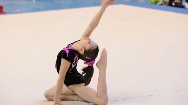 Oréane Léchenault au sol lors du championnat régional de gymnastique 2010