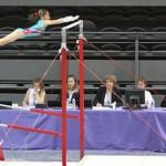 Oréane aux barres asymétriques lors de la finale individuelle 2011 à Toulouse