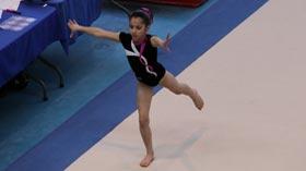 La gymnaste Oréane Léchenault au sol