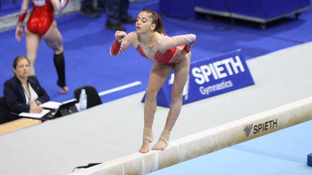 La gymnaste Oréane Léchenault aux championnats de France à Berne, en Suisse.