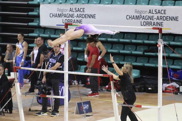 Oréane a obtenu 14,950 points aux barres asymétriques.